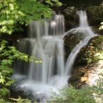 【高知の滝めぐり10 みかえりの滝】名前の由来に納得。流れの美しさで魅了する滝。