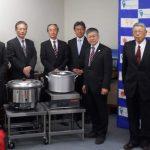 高知県LPガス協会高知支部が災害用備品を寄附し始めて11年。高知市から表彰されました。