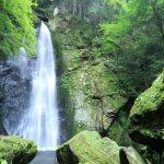 【高知の滝めぐり17 長沢の滝】恋のパワースポットで願いを込めると恋愛成就する!?見える人には見えるハートの滝。