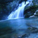 【高知の滝めぐり19 アメガエリの滝】とてもユニークな名前を持つ、幅広で美しき流れの滝。