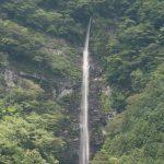 【高知の滝めぐり27 小金滝】一直線に流れ落ちる水が美しい、四国最大級の滝。