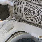 ガス屋さんが、、、交換する、東芝製の洗濯機の蓋・