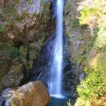 【高知の滝めぐり31 大荒の滝】二匹の竜が舞い降りたといわれる伝説のある滝。