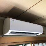 古くなったナショナル製エアコンを、ダイキンの自動お掃除機能搭載エアコンに取替えました!!